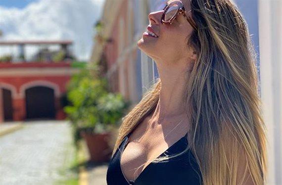 Cristina Hurtado en la playa, al sol y con un pareo ¡transparente!