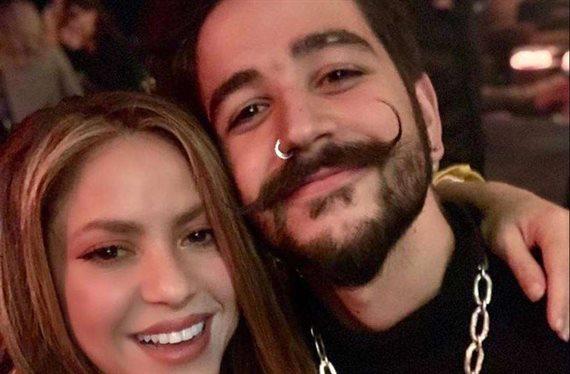 Shakira detrás del escenario con Camilo… A ver como lo explican
