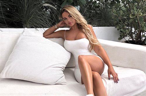 ¡Enseña lo de abajo! Anastasiya Kvitko se pone un pantalón de rejilla