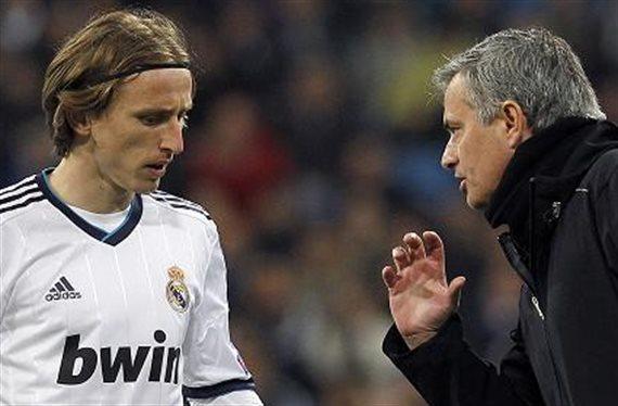 Indignación del equipo blanco , ¡Mourinho vuelve a por él y dice sí quiero!
