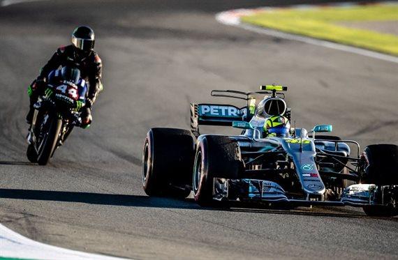 Hamilton sufre un accidente por culpa de Valentino Rossi