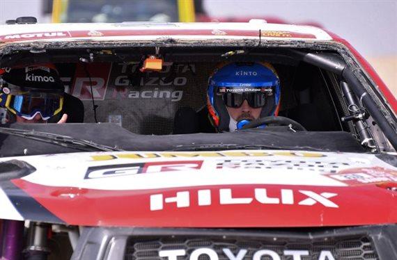 ¡Espectacular accidente de Fernando Alonso en el Dakar! ¿Está bien?