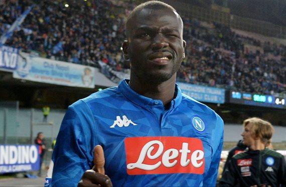 Koulibaly seguirá jugando de azul pero ahora en París