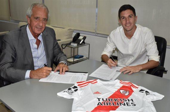 Oficial: Nacho Fernández renovó su contrato con River hasta junio de 2023