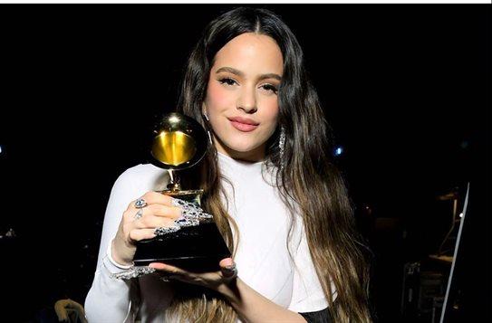 Lo que Rosalía hizo ¡en el coche! de camino a los Grammy, ¿puedes creerlo?