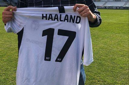 Erling Haaland estrena camiseta, equipo y dorsal en España, ¡por fin!