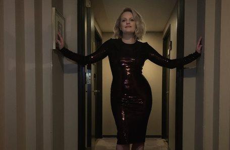 ¡No sabe quién es! Pero Elisabeth Moss asegura que la vigilan y ¡de cerca!