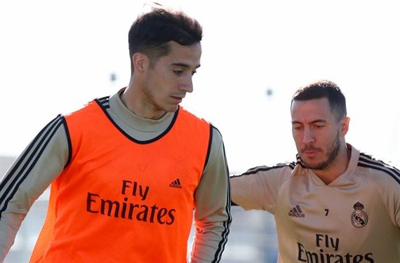 Zidane no deja de observarle. Lucas Vázquez por él en 2020