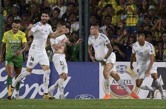Defensa y Justicia debutó en la Copa Libertadores con una caída ante Santos