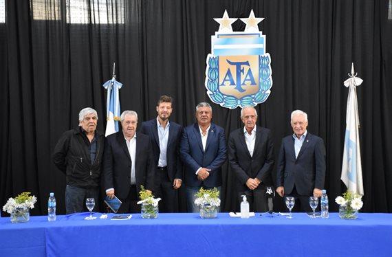 Las autoridades de la nueva Liga Profesional de Fútbol