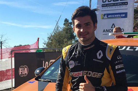 ¡Carlos Sainz Junior se cambia de modalidad y humilla a sus rivales!