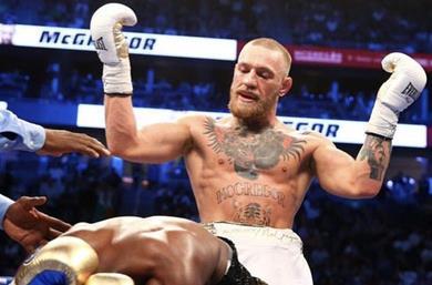 Mayweather dice por qué McGregor conectó tantos golpes durante el combate