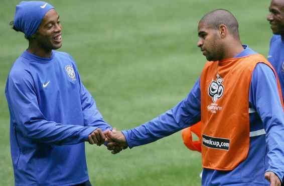 """El """"Emperador"""" Adriano contra Ronaldinho en Las Vegas"""