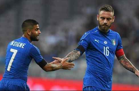 Uruguay fue goleado 3-0 por Italia y preocupa para la recta final de las Eliminatorias