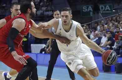 El Real madrid vence al Zaragoza y se coloca lider