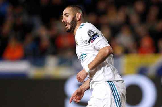 Florentino Pérez entrega a Zidane una lista con cinco delanteros para 'cargarse' a Karim Benzema