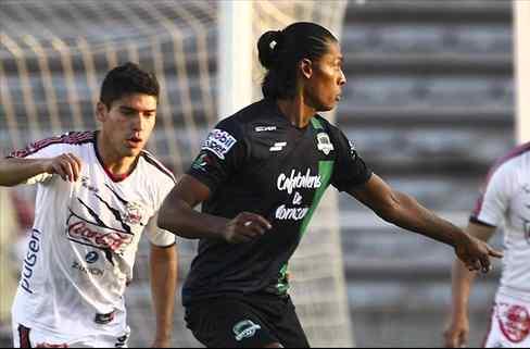 Joel Huiqui podría llegar al futbol estadounidense