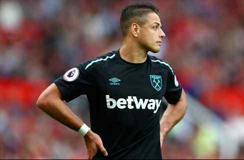 La oferta que inexplicablemente ha rechazado Chicharito Hernández para salir de la Premier League