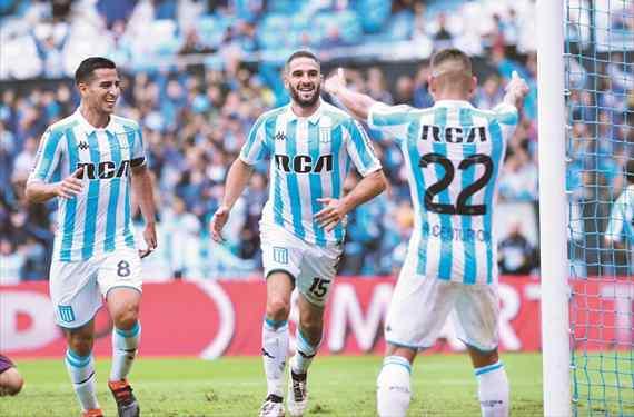 Racing se floreó ante Patronato y se ubicó en zona de Libertadores