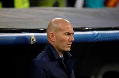 Zidane le cuelga el cartel de transferible a un titular (y se monta el lío en el Real Madrid)