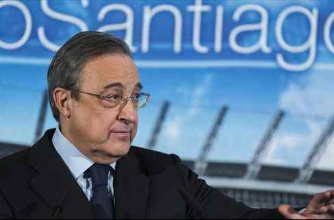 Llamada a Florentino Pérez: el '9' que se ofrece al Real Madrid (y vale 100 millones)
