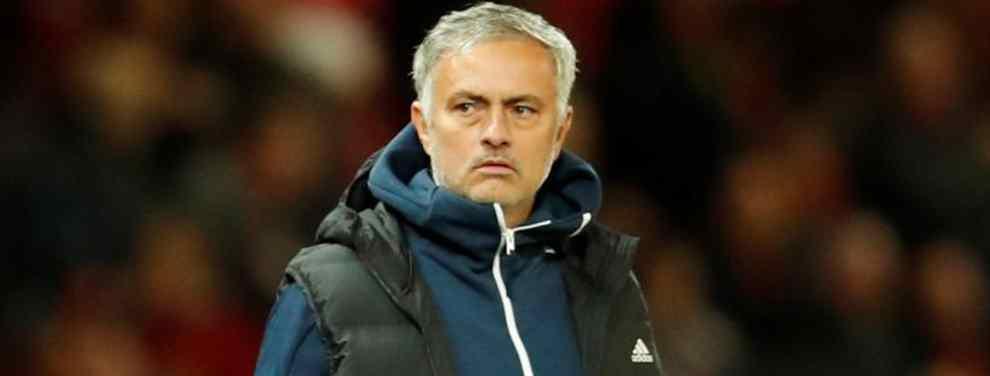 Mourinho tiene su librillo. El técnico del Manchester United es el máximo favorito para tomar el mando en el Real Madrid.  Florentino Pérez está dispuesto a tirar de Lopetegui hasta que puede o ir a por un entrenador puente -Solar