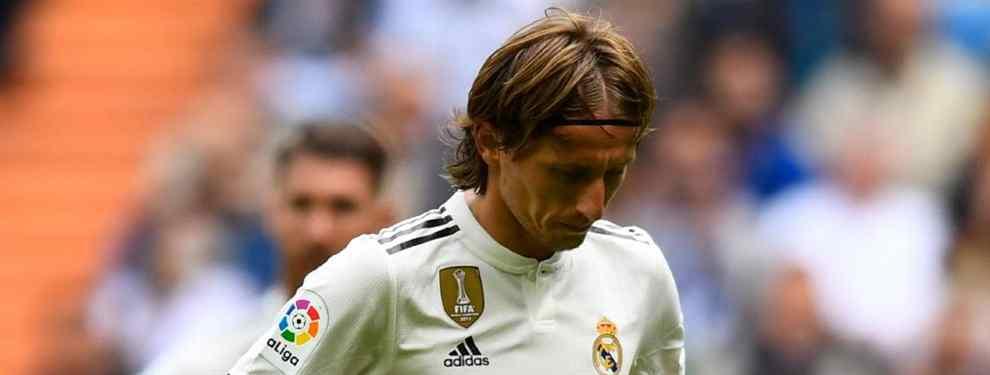Luka Modric podría salir del Real Madrid más pronto que tarde. El croata apunta a dejar el conjunto blanco y Florentino Pérez tiene entre manos un recambio sorpresa.