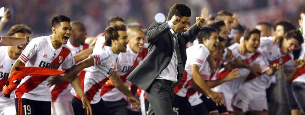 Ese hombre es uno de los mejores entrenadores del mundo en estos momentos y parece que en Valencia quieren que sea la pieza filosofal de un proyecto a largo plazo para luchar por todos los títulos.