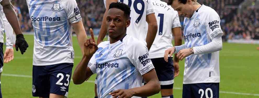 Yerry Mina pasa por un momento delicado. El jugador colombiano atraviesa una crisis en Inglaterra, donde es suplente y ha vuelto ha caer lesionado, lo que le puede tener varios meses lejos del campo.