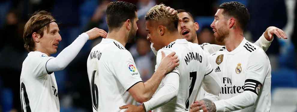 Lío en el Real Madrid. El equipo blanco tiene un ojo puesto en la temporada actual y los Clásicos que asoman por el horizonte, pero también en el próximo curso.