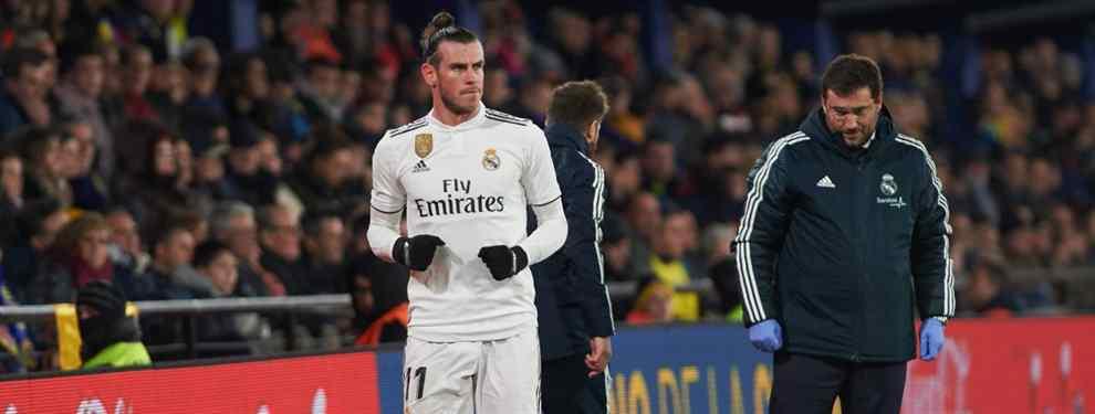Gareth Bale va por libre. Los avisos que llegan del galés desde dentro del vestuario blanco son de todo menos buenos.  El comportamiento de Bale en la suplencia está rozando lo esperpéntico.