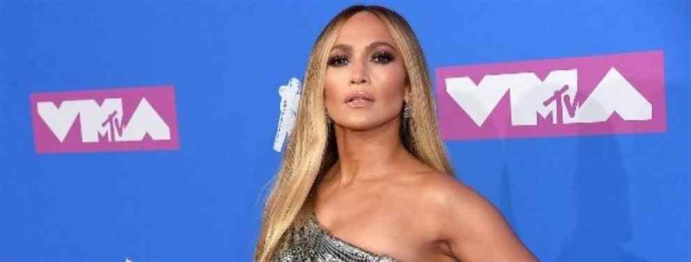 El mini vestido de Jennifer López (a lo Shakira y Kardashian) que desata la locura en Los Ángeles