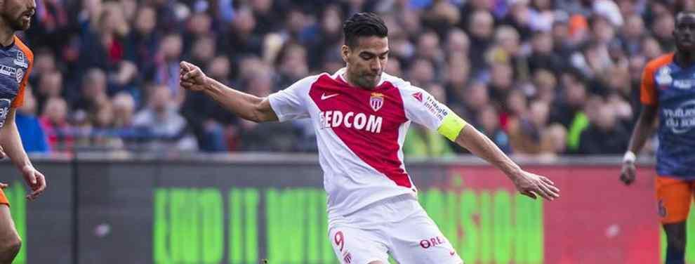 Radamel Falcao deshoja la margarita. Ahogado en un Mónaco alejado de la grandeza, el 'Tigre' se juega su futuro en los próximos meses con tres opciones sobre la mesa.