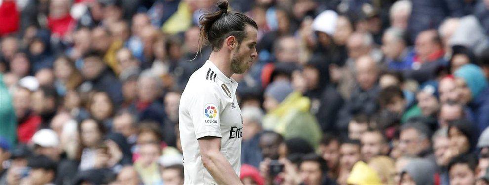 En el Real Madrid lo tienen más claro que el agua. Tienen que deshacerse de Gareth Bale sea como sea, un jugador que resta cuando juega, que destruye el buen ambiente en el vestuario y que cobra una millonada.