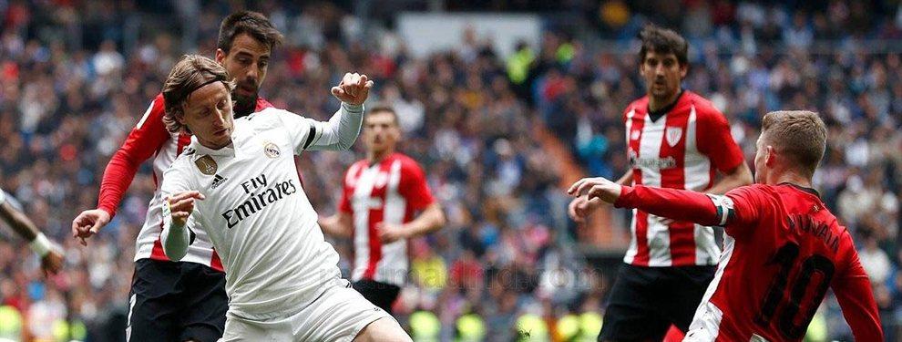 El cabreo de Luka Modric se nota a kilómetros de distancia. A pesar de que tenía decidido marcharse del Real Madrid, la llegada de Zinedine Zidane le había hecho cambiar de opinión.