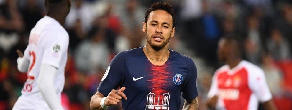Neymar en ocasiones hace cosas muy extravagantes, algo que le ha provocado más de un problema en los clubes en los que ha estado. En España se le recuerdan lesiones inoportunas en fechas del carnaval de Brasil