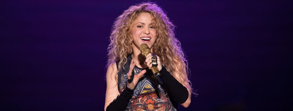 Shakira subió un video en la cama, ella sola, leyendo un libro. Las reacciones no se han hecho esperar