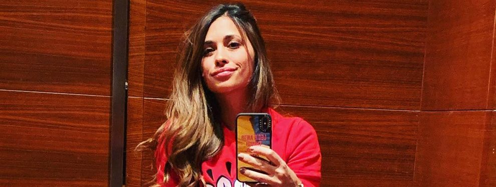 Antonella Roccuzzo aprovecha el verano para lucir sus pechos, que para muchos tienen implantes de silicona