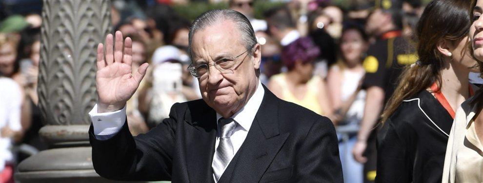 Florentino Pérez fue invitado a la boda de Sergio Ramos y Pilar Rubio, y como un clásico obsesivo del trabajo fue el único con móvil.