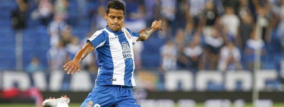 El venezolano Roberto Rosales podría seguir siendo jugador del RCD Español la siguiente campaña si alcanza un acuerdo con el Málaga