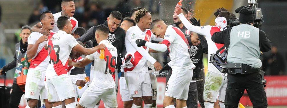 La selección de Perú, que dirige Ricardo Gareca, venció 3-0 a Chile y avanzó a la final de la Copa América.