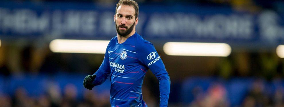 La Juventus le informó a Gonzalo Higuaín que no será tenido en cuenta y la Roma busca su contratación.