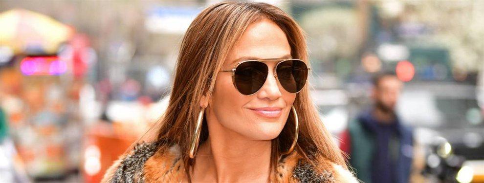 Jennifer López se dejó ver por las calles con un 'outfit' de lo más sugerente que encandiló a sus fans