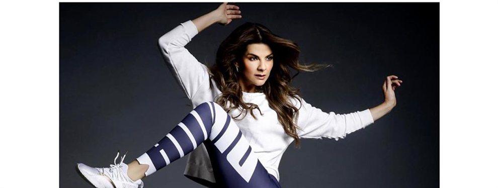 La modelo Carolina Cruz Osorio posa con un body que combina la tela y las transparencias.