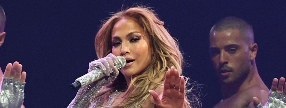 La cantante, actriz, empresaria y muchas cosas más, no deja que la edad le quite su provocativo estilo.