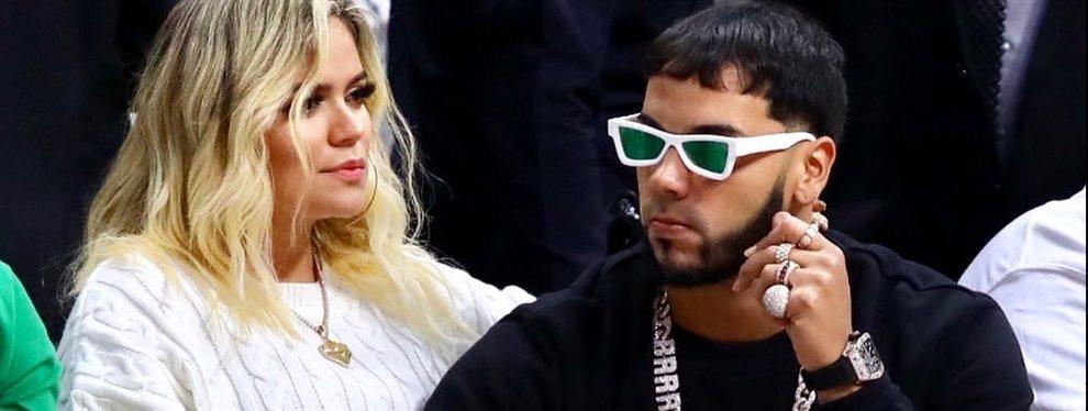 """Los fans de Karol G y Anuel AA se pelean y ella responde incendiando Instagram con una respuesta tremenda y un modelito rompedor: ¿provocación? """"¡Tigresa!"""""""