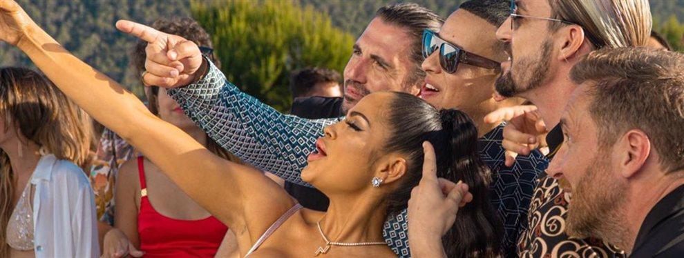 """¡Bájame la cremallera, papi!"": tremendo modelito de Natti Natasha, ¡ni Karol G!: Rompe récordsn ajustada y en látex"