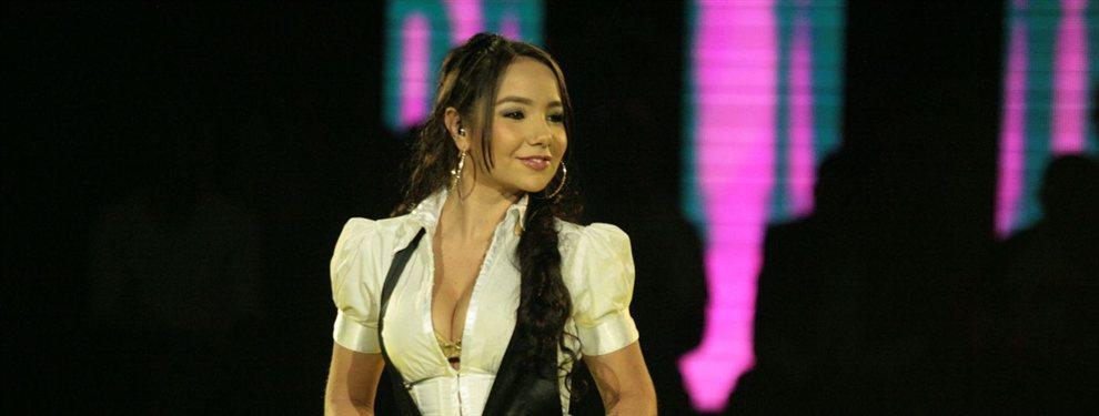No deja de estar en boca de todos la bella y querida cantante Paola Jara, a quien le gusta lucir sus diminutos bikinis habitualmente.