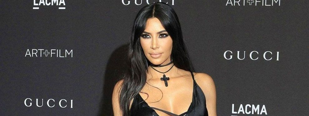 Kim Kardashian colgó una imagen junto a su hermanastra, con un 'outfit' sorprendente
