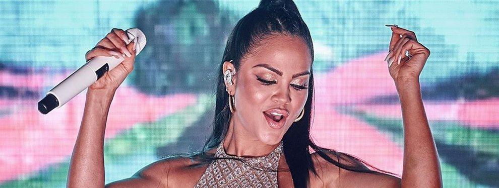 Natti Natasha toma Ibiza ¡con este modelito bomba y David Guetta alucina!: La cantante apareció en su show con una vestimenta muy sugerente